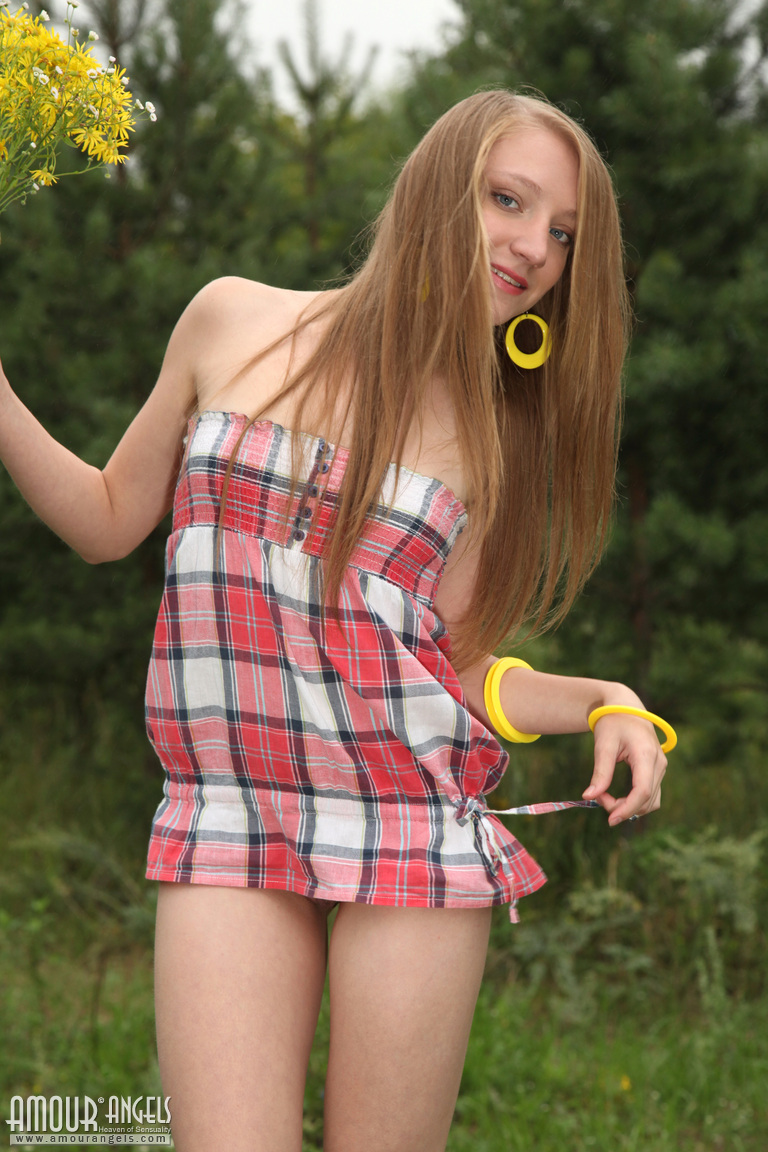 small girls nude - the naked young little teenager girl! free