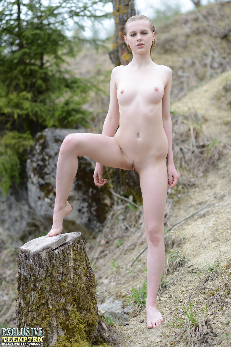virgin-girl-standing-nude