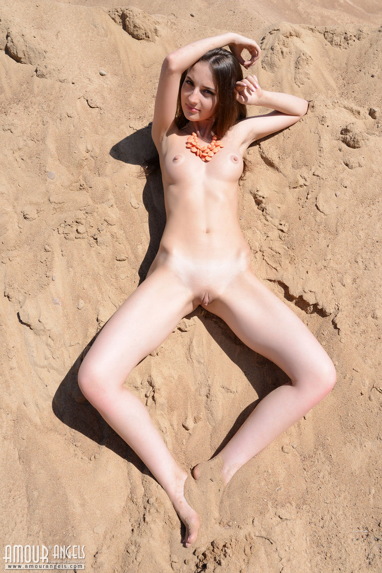 Tiny nudist sex — photo 8